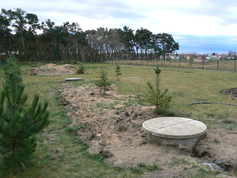 1. Ze studny zdrojové se voda odebírá, do studny vsakovací jí vracíme