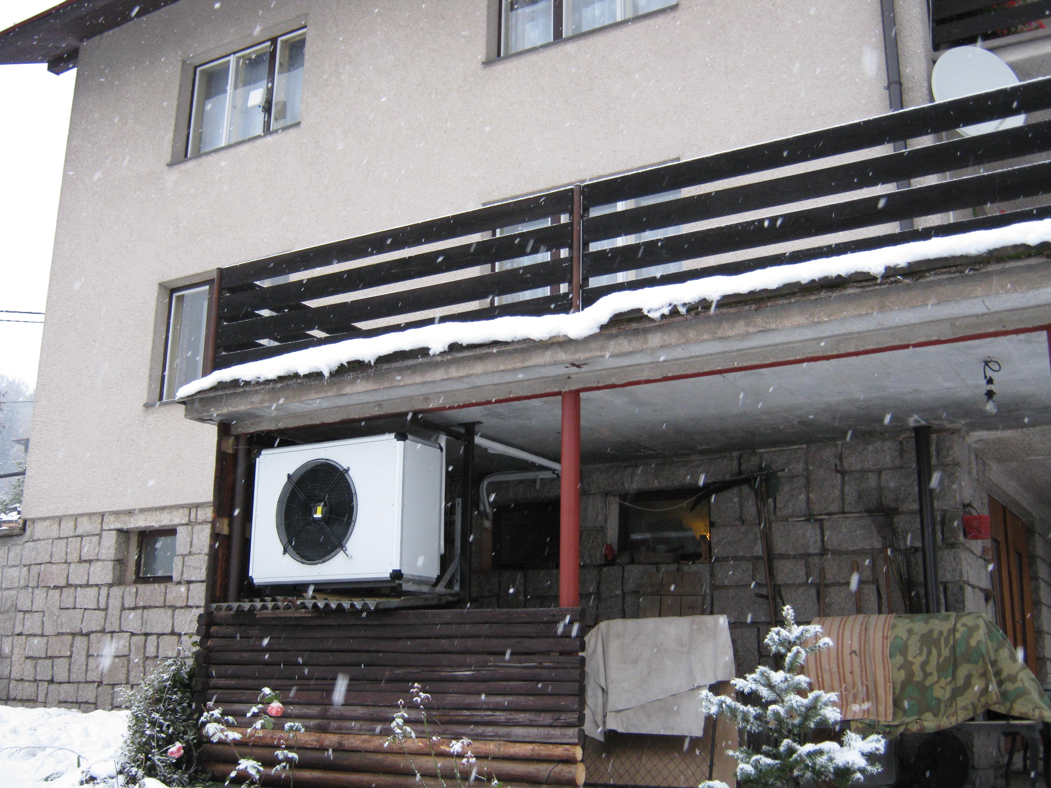 3. A už sněží a tepelné čerpadlo běží